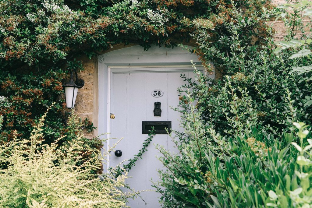 A front door to a Cotswolds cottage, called Ivy Cottage. It belongs to Beachspoke, a holiday rental company in the UK.