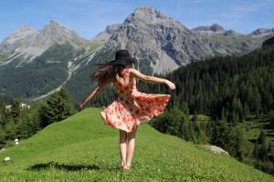 Brooke-Saward-of-World-of-Wanderlust-in-the-Swiss-Alps