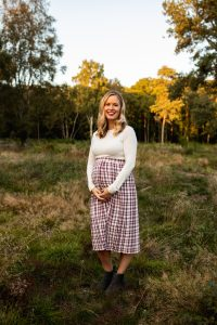 twin sister pregnancy shoot
